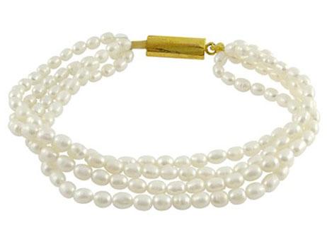 7-ways-to-wear-pearls-3