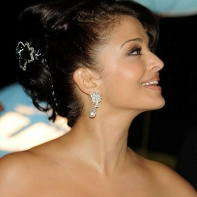 Bollywood Celebrities Who Swear By Pearls