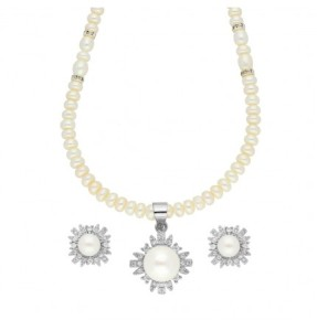 Attractive Pearl Necklace